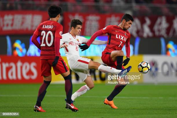 Oscar of Shanghai SIPG controls the ball under pressure of Pedro Junior and Kento Misao of Kashima Antlers during the AFC Champions League Round of...