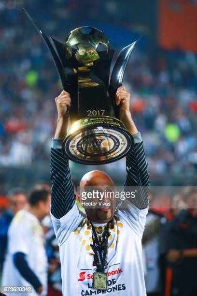 Oscar Perez of Pachuca lifts the trophy to celebrate after winning the Final second leg match between Pachuca and Tigres UANL as part of the CONCACAF...