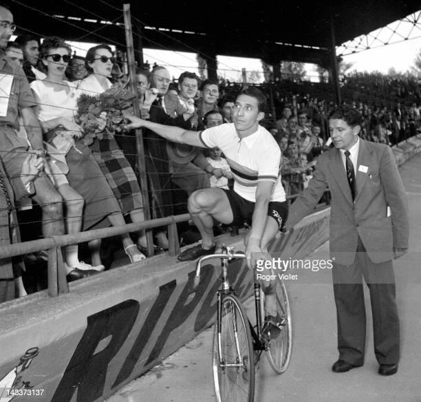 Oscar Plattner Swiss racing cyclist world champion of professional track race Paris Parc des Princes stadium on August 28 1952