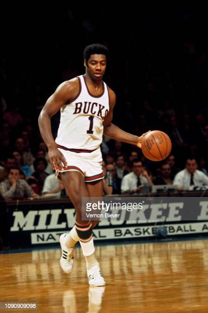 Oscar Robertson of the Milwaukee Bucks handles the ball against the Los Angeles Lakers on December 21, 1970 at the Milwaukee Arena in Milwaukee,...
