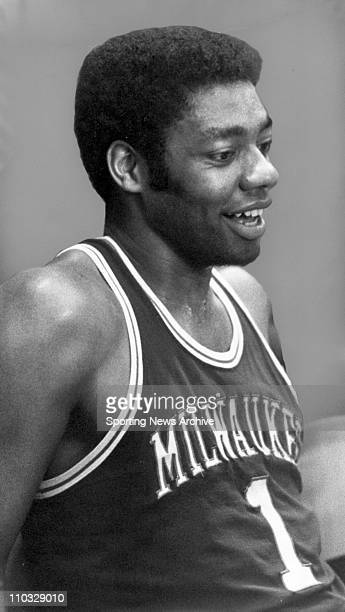 Oscar Robertson played for the Milwaukee Bucks in 1971 He was an AllAmerican at Cincinnati University He was a member of the 1960 Olympic team 1961...