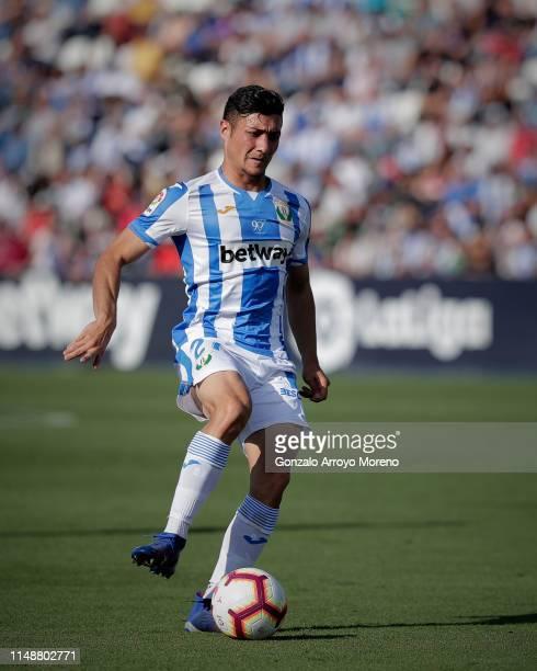 Oscar Rodriguez Arnaiz of Deportivo Leganes controls the ball during the La Liga match between CD Leganes and RCD Espanyol at Estadio Municipal de...