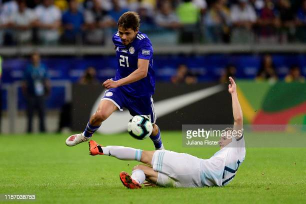 Oscar Romero of Paraguay fights for the ball with Giovani Lo Celso of Argentina during the Copa America Brazil 2019 group B match between Argentina...