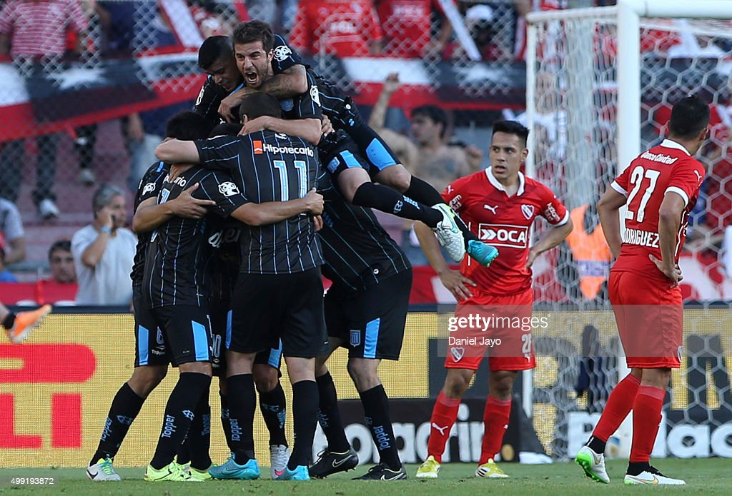 Oscar Romero of Racing Club celebrates with teammates after scoring the second goal of his team during a first leg match between Independiente and Racing Club as part of Pre Copa Libertadores Playoff at Libertadores de America Stadium on November 29, 2015 in Avellaneda, Argentina.