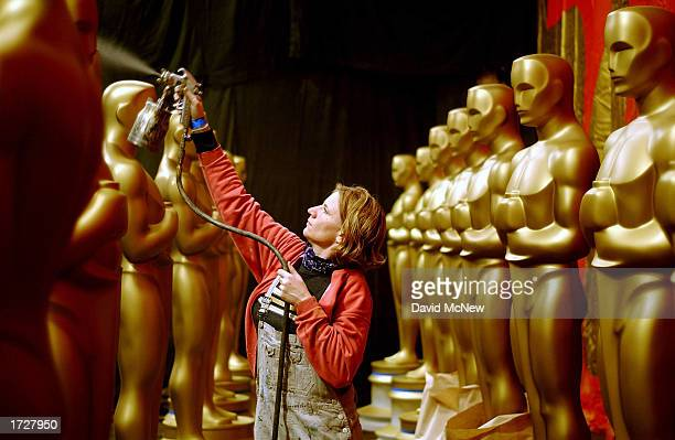 Oscar Statues Get New Paint
