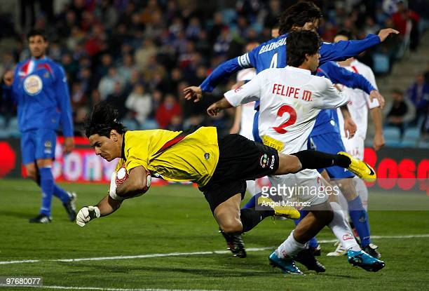 Oscar Ustari of Getafe in action during the La Liga match between Getafe and Mallorca at Coliseum Alfonso Perez on March 13 2010 in Getafe Spain