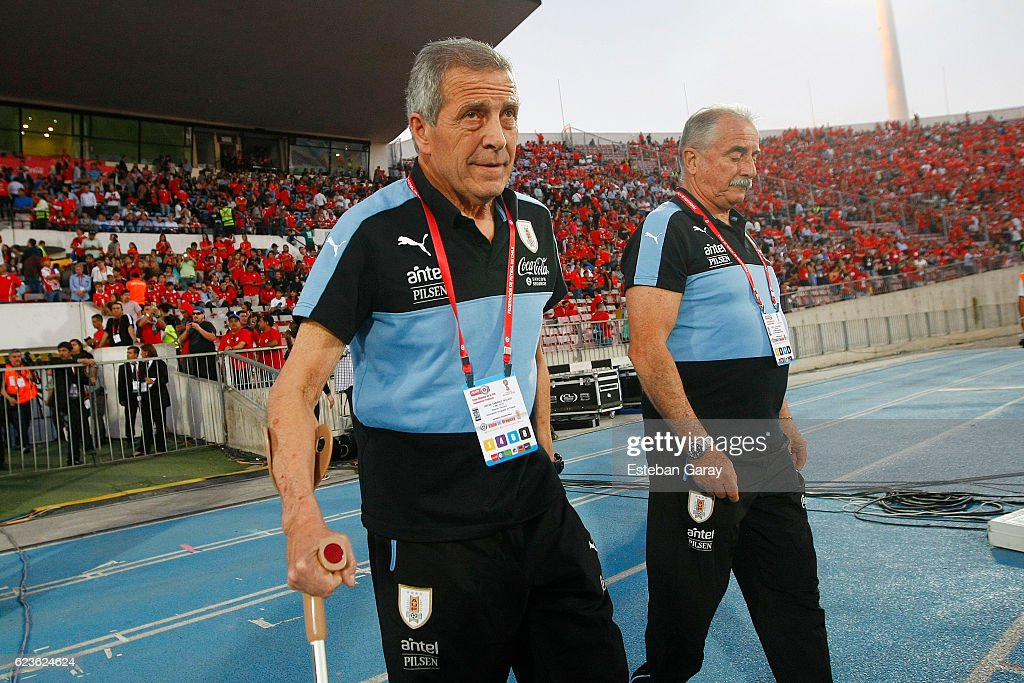 Chile v Uruguay - FIFA 2018 World Cup Qualifiers : News Photo