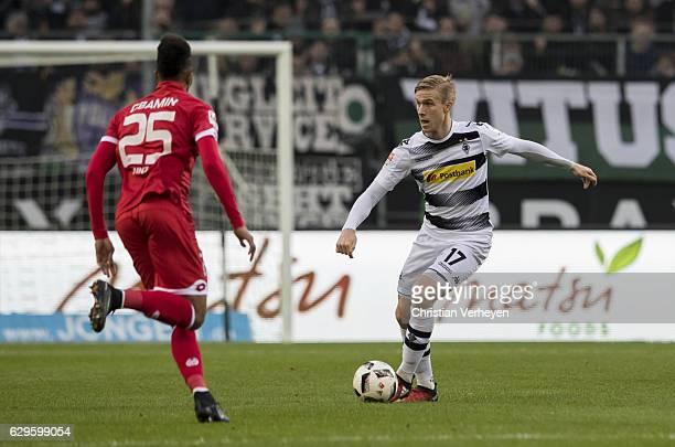 Oscar Wendt of Borussia Moenchengladbach controls the ball during the Bundesliga match between Borussia Moenchengladbach and 1FSV Mainz 05 at...
