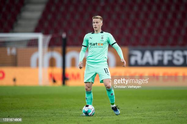 Oscar Wendt of Borussia Moenchengladbach in action during the Bundesliga match between FC Augsburg and Borussia Moenchengladbach at WWK Arena on...