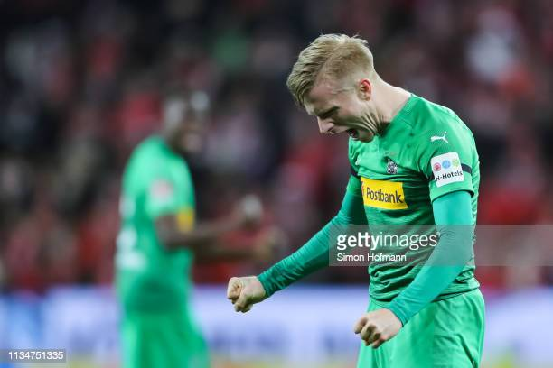 Oscar Wendt of Moenchengladbach celebrates winning after the final whistle during the Bundesliga match between 1. FSV Mainz 05 and Borussia...