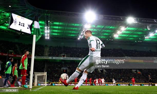 Oscar Wendt of Moenchengladbach kicks a corner during the Bundesliga match between Borussia Moenchengladbach and Sport-Club Freiburg at Borussia-Park...