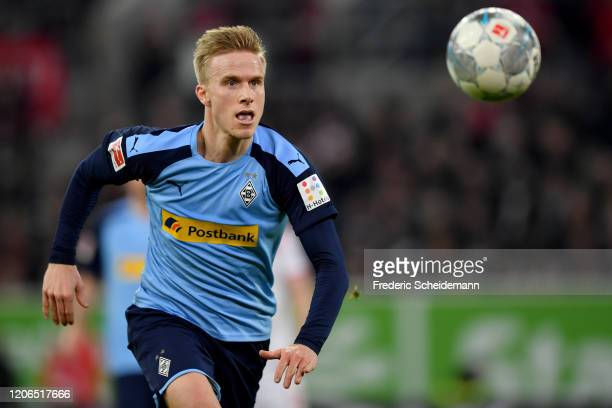 Oscar Wendt of Moenchengladbach runs with the ball during the Bundesliga match between Fortuna Duesseldorf and Borussia Moenchengladbach at Merkur...