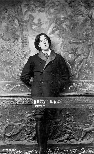 Oscar Wilde, Irish poet and dramatist . Photo by Sarony.
