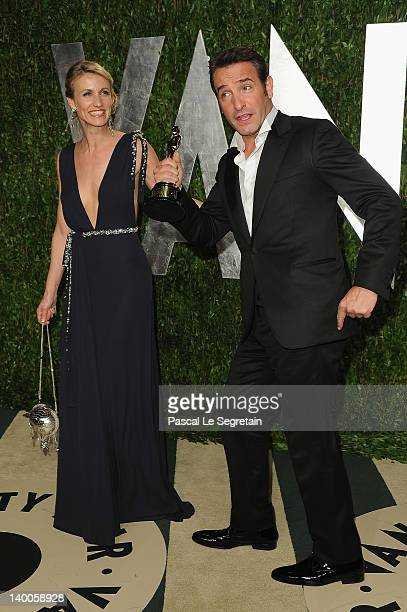 Oscar winner for best actor Jean Dujardin poses with Alexandra Lamy during the Vanity Fair Oscar Party Hosted By Graydon Carter at Sunset Tower on...