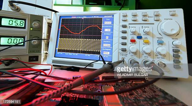oscilloscope - oscilloscope stock pictures, royalty-free photos & images