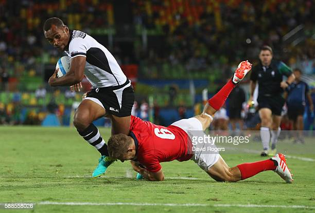 Osea Kolinisau of Fiji holds off Tom Mitchell of Great Britain to score a try during the Men's Rugby Sevens Gold medal final match between Fiji and...