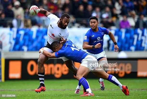Osea Kolinisau of Fiji is tackled by Alamanda Motuga of Samoa during the pool match between Fiji and Samoa on day two of the HSBC Paris Sevens at the...