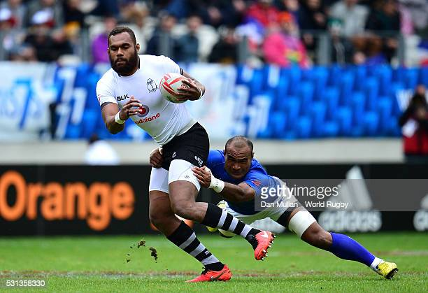 Osea Kolinisau of Fiji is tackled by Falemiga Selesele of Samoa during the pool match between Fiji and Samoa on day two of the HSBC Paris Sevens at...
