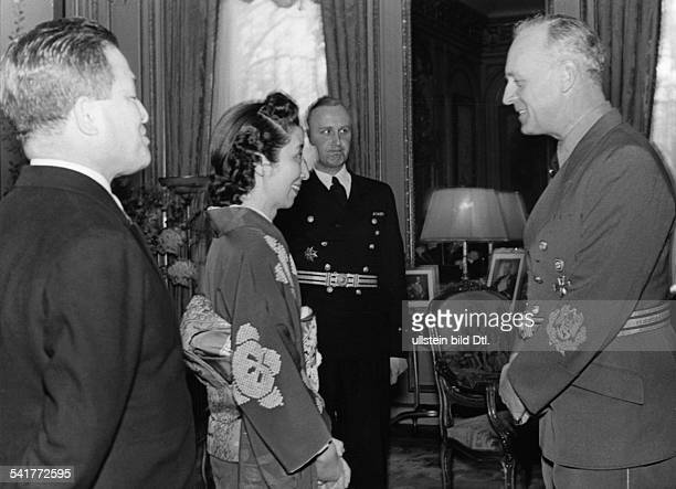 Oshima, Hiroshi - General, Diplomat, Japan*1886-1975+- with wife Toyoko greeting 'Reichsaussenminister' Foreign Minister Joachim von Ribbentrop at...