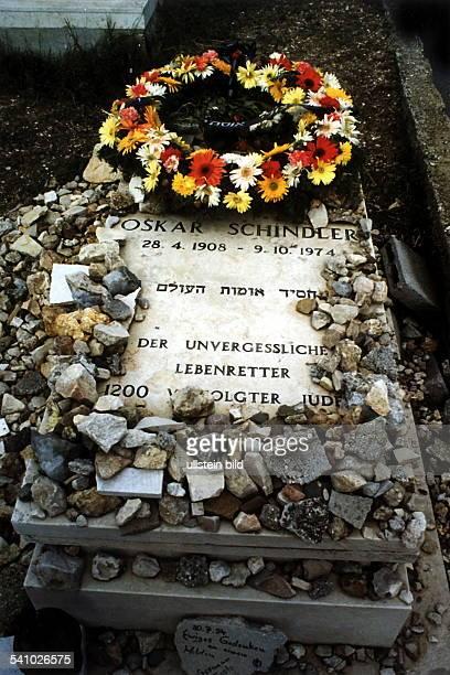 Oskar Schindler*28.04..1974+Unternehmer, Fabrikant, Drettete im 2. Weltkrieg etwa 1200 Juden das LebenGrab in Jerusalem, Israel. Mit den in der...