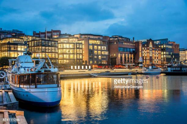 oslo aker brygge harbour at night, norway - quayside stock pictures, royalty-free photos & images