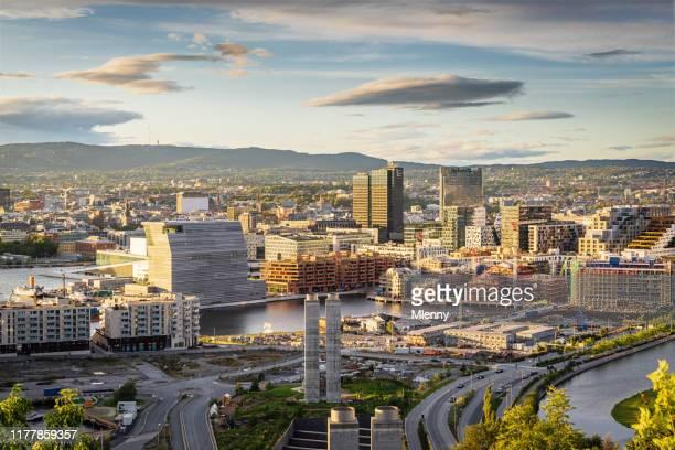 サンセットライトノルウェーのオスロ市 - オスロ ストックフォトと画像