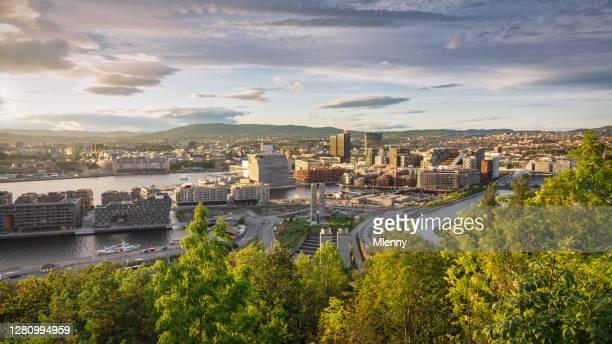 オスロ シティ サンセット ビュー ノルウェー パノラマ - エドヴァルド ムンク ストックフォトと画像