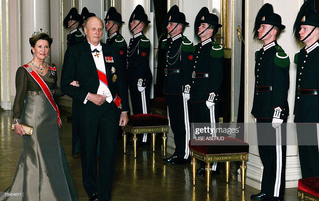 King Harald of Norway and Queen Sonja (L) arrive 24 February 2007 at the gala dinner, three days after he celebrated his 70th birthday, at the Royal Palace in Oslo.