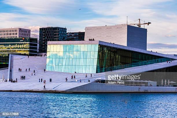oslo de la ópera y del horizonte, oslo, noruega - ópera fotografías e imágenes de stock