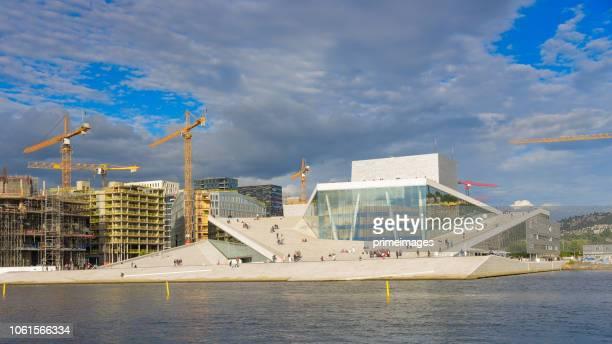 Oslo, uitzicht op de Noorse nationale opera en ballet gebouw