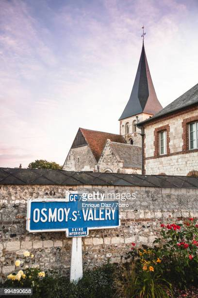 osmoy-saint-valery old road sign, france - village photos et images de collection
