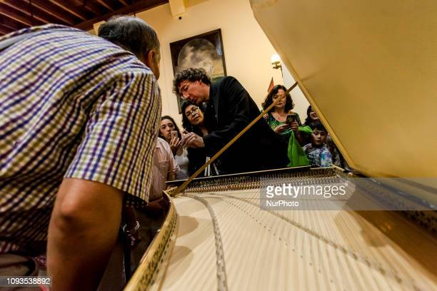 Osorno Chile 1º february 2019 The musician Léon Berben shows the harpsichord parts to the concert attendees The prominent German harpsichordist Léon...