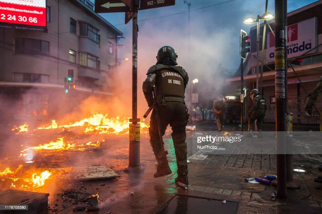 Violent Clashes In Chile : ニュース写真