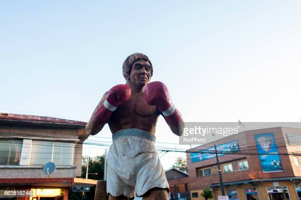 Osorno Chile 31 March 2017 Chilean boxing idol wood sculpture In the city of Osorno a monument was inaugurated in honor of Chilean boxing idol Martín...