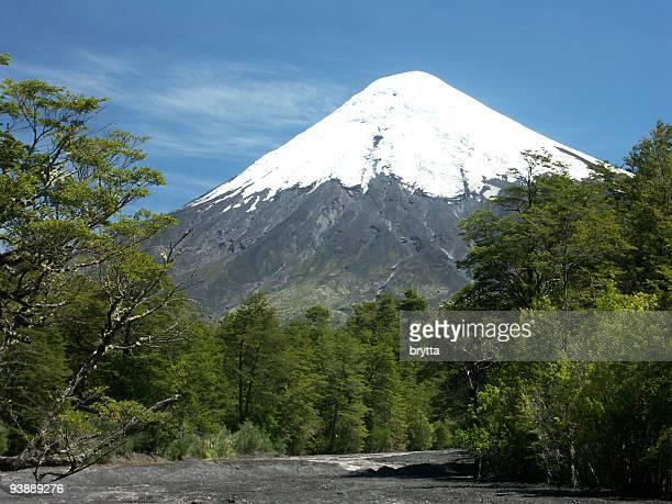 vulcão osorno no chile - puerto montt - fotografias e filmes do acervo