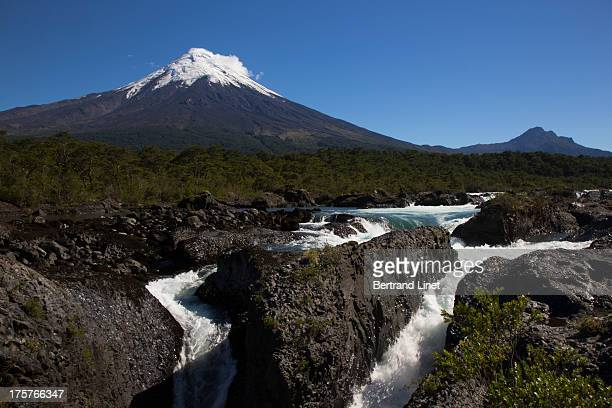 CONTENT] Osorno Volcano is a 2652metre tall conical stratovolcano and known worldwide as a symbol of the local landscape and is noted for its similar...