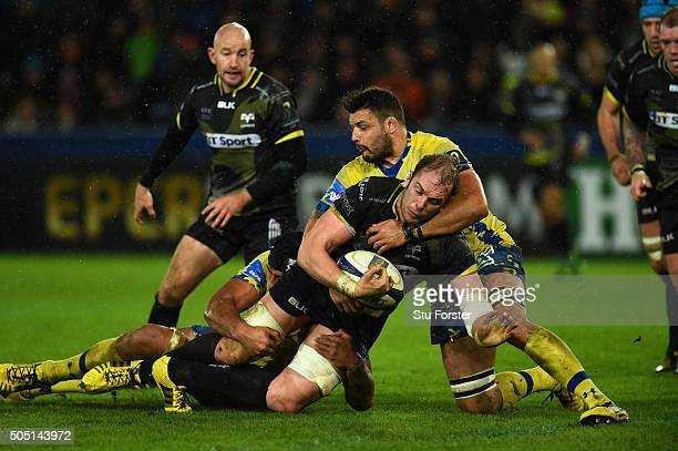 Ospreys player Alun Wyn Jones in action during the European Rugby Champions Cup Pool 2 match between Ospreys v ASM Clermont Auvergne at Liberty...