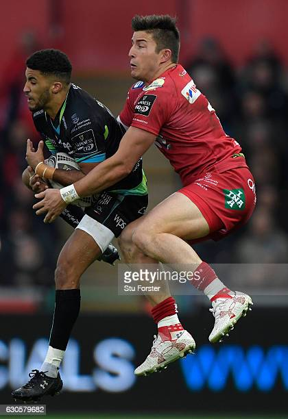 Ospreys wing Keelan Giles takes a high ball away from Scarlets wing Dth van der Merwe during the Guinness Pro 12 match between Ospreys and Scarlets...