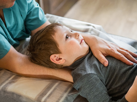 Osteopathy treatment for a child 1185240650