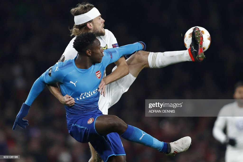 TOPSHOT - Ostersunds' Swedish defender Tom Pettersson vies with Arsenal's English striker Danny Welbeck during the second leg of the Europa League Round of 32 football match between Arsenal and Ostersunds at the Emirates Stadium in London on February 22, 2018. / AFP PHOTO / Adrian DENNIS / RESTRICTED TO EDITORIAL USE. No use with unauthorized audio, video, data, fixture lists, club/league logos or 'live' services. Online in-match use limited to 75 images, no video emulation. No use in betting, games or single club/league/player publications. /