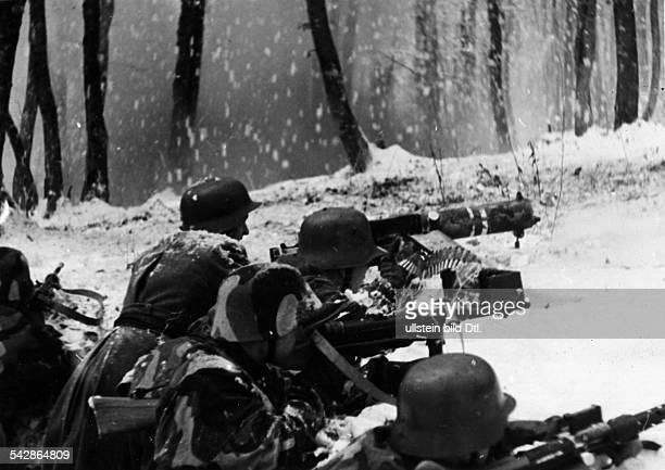 2WK Ostfront Russlandfeldzug Beteiligung Ungarn Honved Soldaten an Maschinengewehrenim Winter 1942/43ohne weitere Angaben