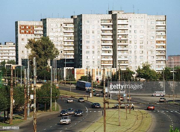 Ostpreußen Kaliningrad .Kaliningrad , Russische Föderation: Hochhäuser und mehrspuriger Straßenverkehr. .