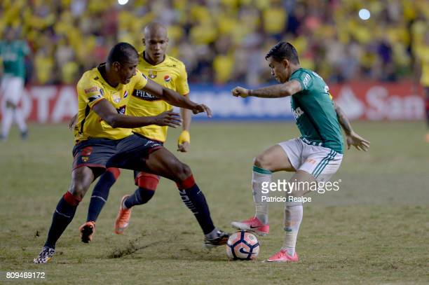 Oswaldo Minda of Barcelona fights for the ball with Eduardo Pereira Rodrigues of Palmeiras during a first leg match between Barcelona SC and...