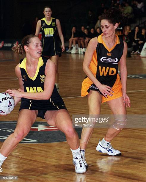 Otago's Anna Rowberry moves infront of Wellington's Amanda Dunlop in the final of the Caltex Cup at Mystery Creek Hamilton Saturday Otago won 6054