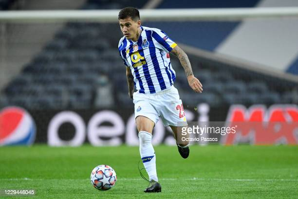 Otavio of FC Porto in action during the UEFA Champions League Group C stage match between FC Porto and Olympique de Marseille at Estadio do Dragao on...