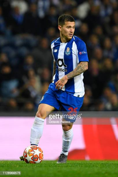 Otavio of FC Porto in action during the UEFA Champions League Round of 16 Second Leg match between FC Porto and AS Roma at Estadio do Dragao on March...