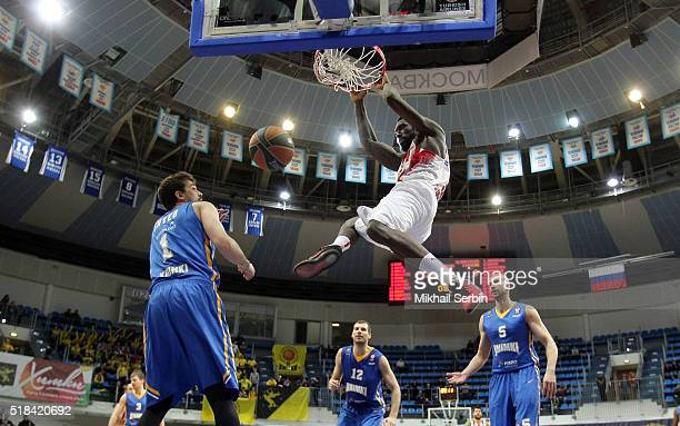 Othello Hunter #5 of Olympiacos Piraeus in action during the 20152016 Turkish Airlines Euroleague Basketball Top 16 Round 13 game between Khimki...