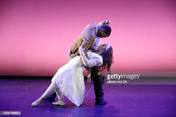 """""""Othello"""" - Musical nach W. Shakespeare und G. Verdi Jugendlichen aus allen Teilen der Welt versuchen mit Othello den Brückenschlag zwischen den..."""