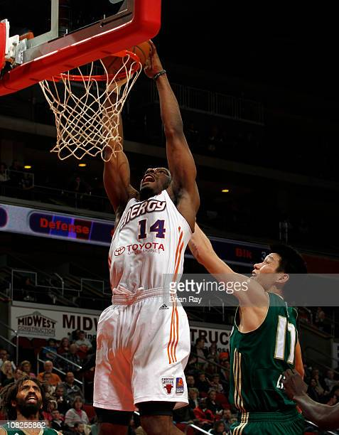 Othyus Jeffers of the Iowa Energy dunks the ball in front of Jeremy Lin of the Reno Bighorns during their game at the Wells Fargo Arena on January 22...