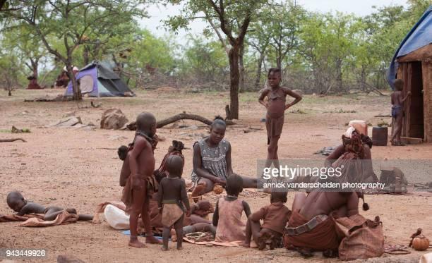 kamanjab, namibia - december 11, 2008. otjikandero himba orphan village - himba photos et images de collection